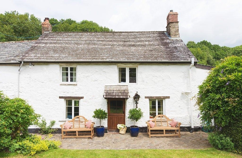 Click here for more about Bratton Mill Farmhouse