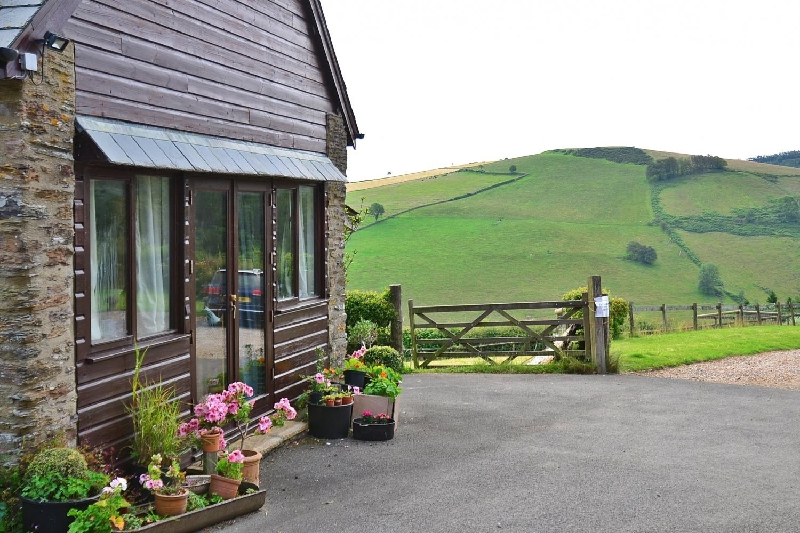 Click here for more about Putham Barn