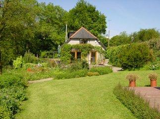 Click here for more about Kingsmill Farm Cottage