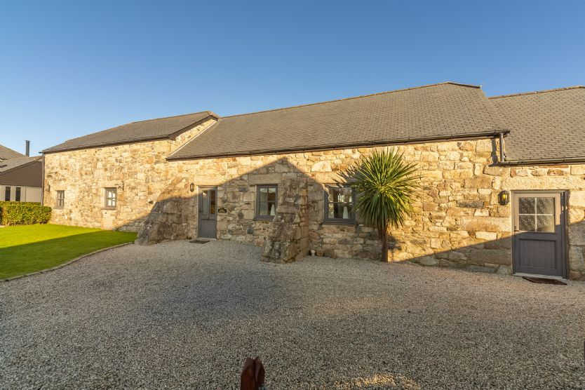 Click here for more about Poppy Cottage - Gonwin Manor