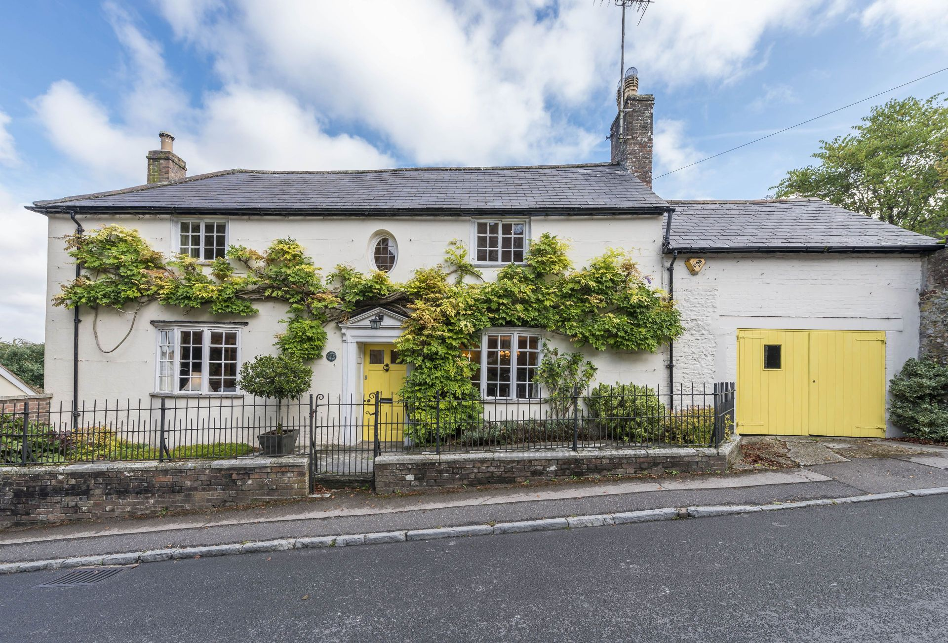 Click here for more about Yellow Rose Cottage