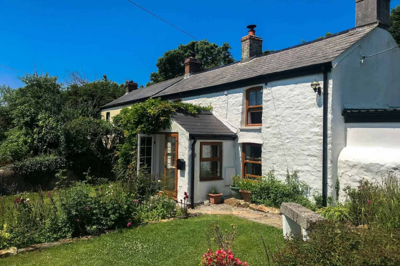 Click here for more about Hollowtree Cottage