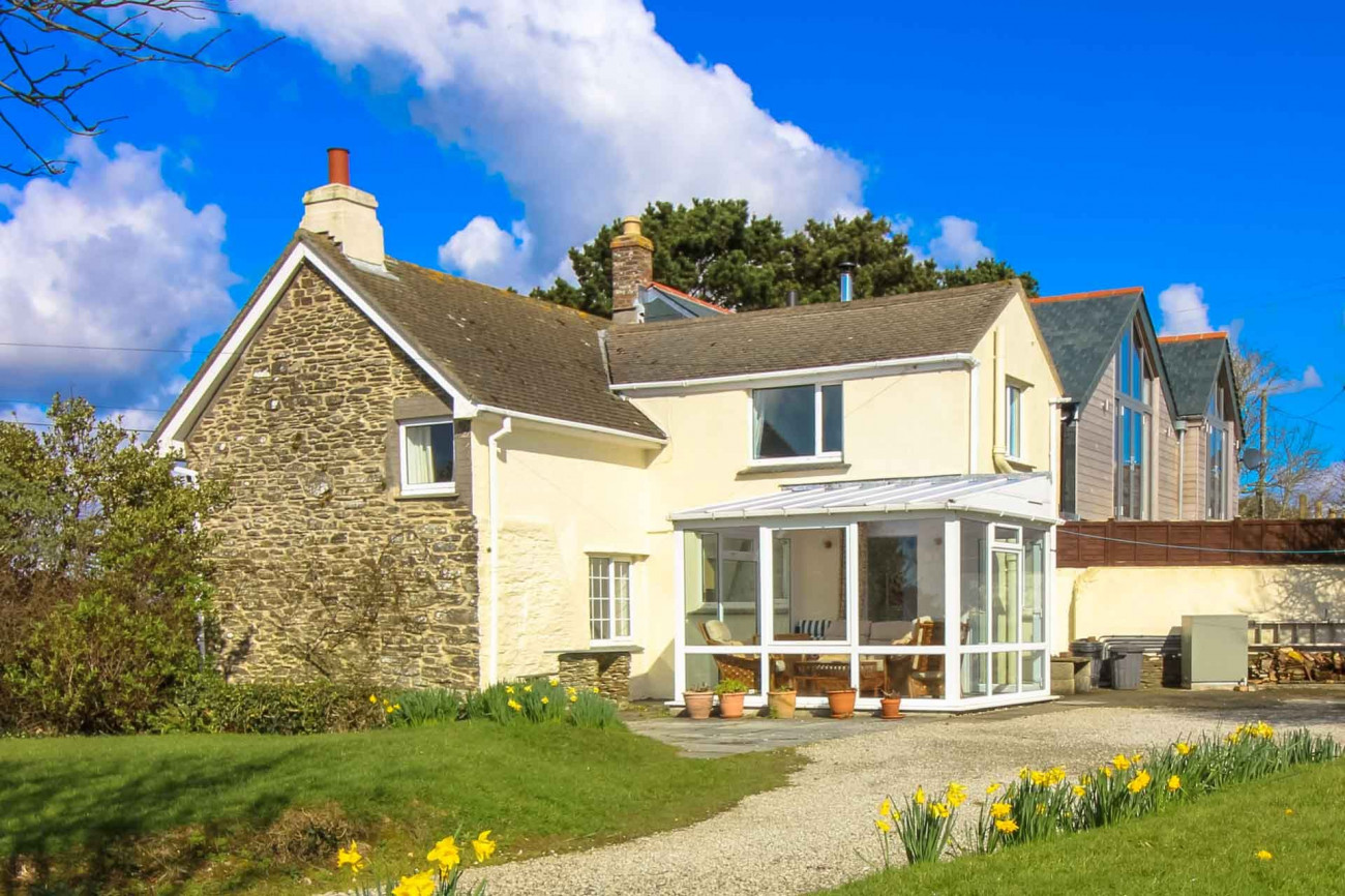 Click here for more about Quince Cottage, Pendower