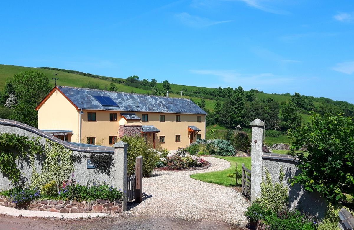 Click here for more about Middle Hollacombe Farmhouse