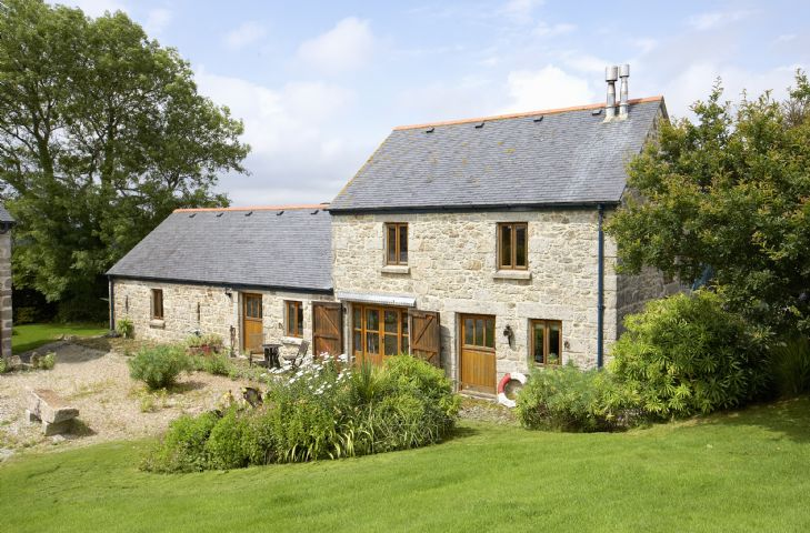 Click here for more about Tregadjack Barn