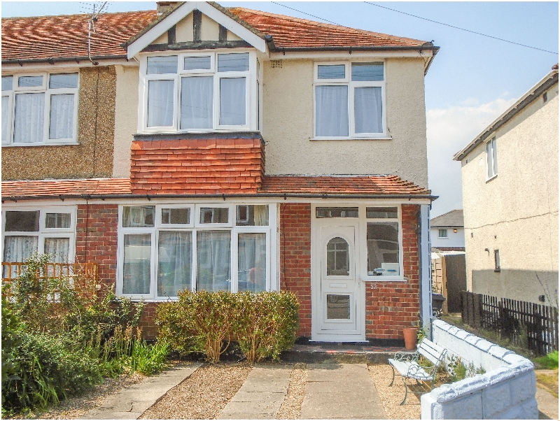Click here for more about 32 Cranleigh Close