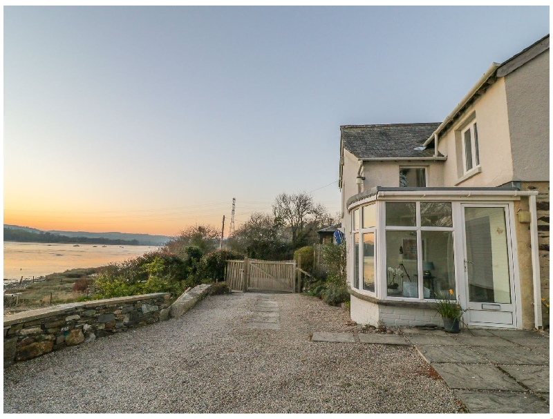 Click here for more about Clamoak Cottage