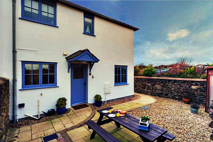 Click here for more about 4 Pickwick Cottages