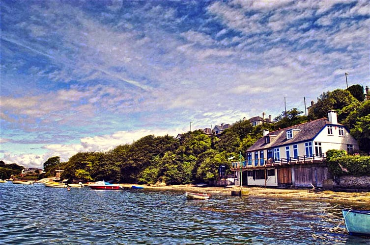 Click here for more about Anchor Boathouse